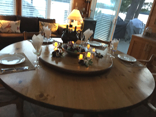 cottage_table